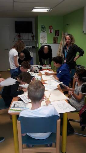 """alt=""""T. Girod et Kaya animent un atelier BD à Annemasse - Le 6 avril 2016 dans le service du Dr Testard, T. Girod et Kaya pour l'opération BD à l'hôpital organisée par HyperSupers TDAH France JPEG  - 30ko"""